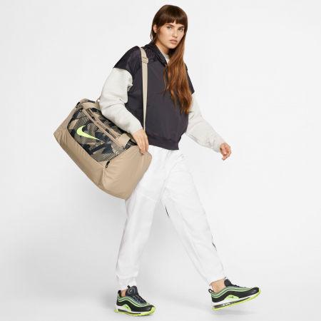 Sportovní dámská taška - Nike BRSLA S DUFF 9.0 AOP SP20 - 10